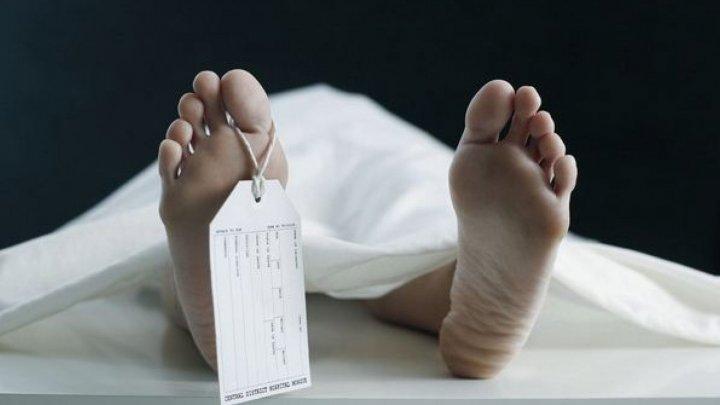 """Detalii șocante despre morții de COVID: """"Pe mama au băgat-o dezbrăcată într-un sac, iar apoi în sicriu"""""""