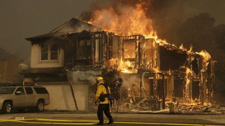 Incendiul din California nu conteneşte. Cartierul miliardarilor din Los Angeles a fost evacuat (VIDEO)