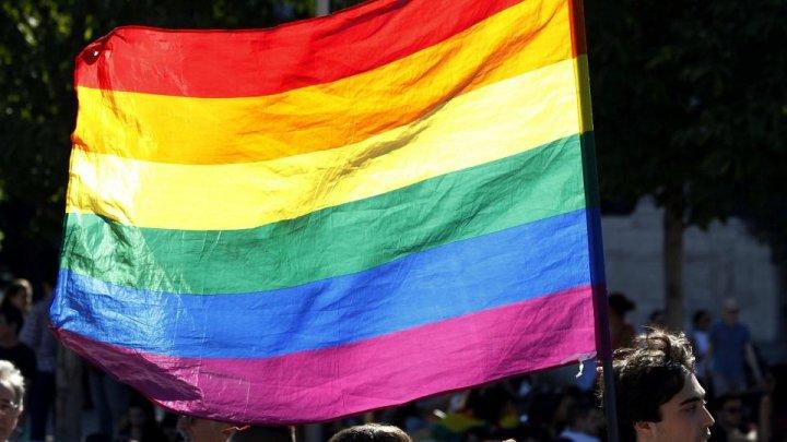 Peste un milion de persoane din Marea Britanie se declară gay, lesbiene sau bisexuale