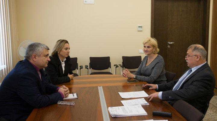 Noi strategii la Parlament. Funcționarii din Găgăuzia vor putea participa la şedinţele plenului