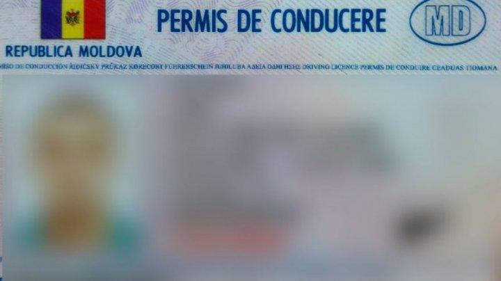 Un moldovean, cercetat penal după ce a încercat să treacă vama cu un permis de conducere fals