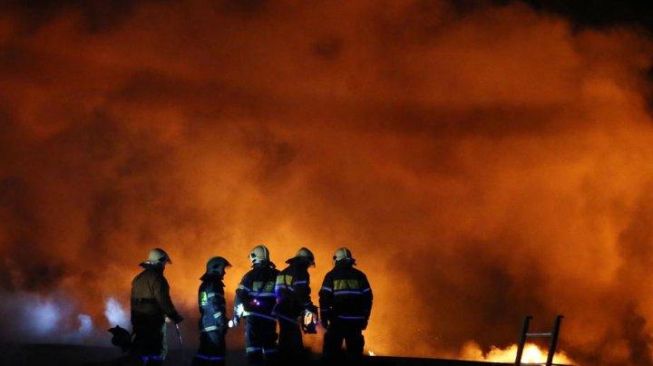 Incendiu de proporții la un centru comercial din Cehov, oraş din suburbia Moscovei (VIDEO)