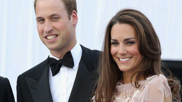 Momente de panică la bordul avionului cu prinţul William și Kate. Ce s-a întâmplat