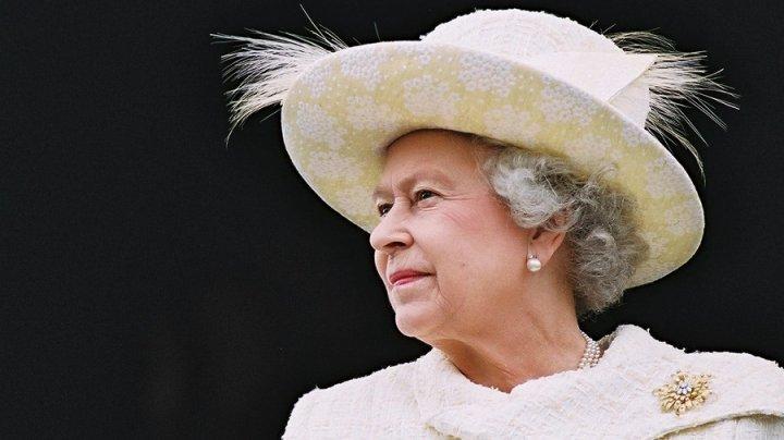 Tensiuni între Palatul Buckingham şi fostul premier britanic David Cameron, după mai multe declaraţii referitoare la regina Elizabeth a II-a