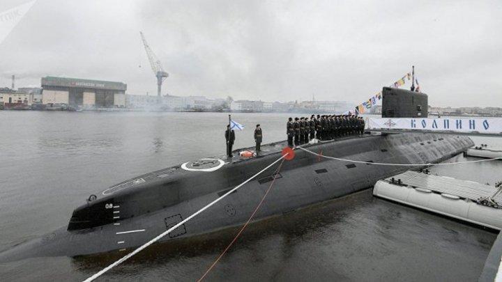 Zece rachete, lansate de submarine ruseşti din Marea Neagră spre poziţii ale reţelei Stat Islamic