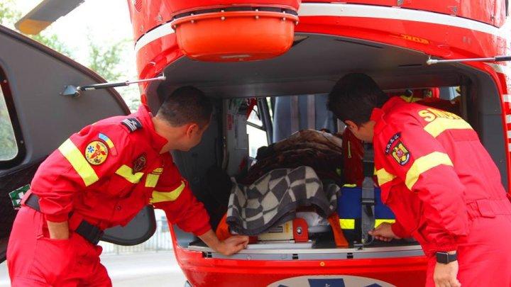 Un bărbat de 50 de ani, transportat cu elicopterul SMURD la Chişinău