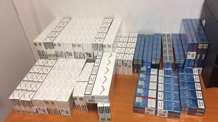 Circa 21 de mii de țigarete, reținute de vameși la ieșirea din țară