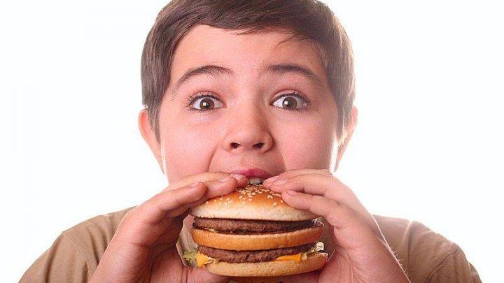 Statistici alarmante! Numărul copiilor obezi va crește cu 100 de milioane până în 2030