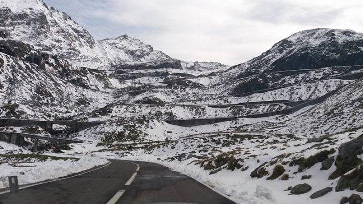 Descoperire macabră pe Transfăgărăşan. Un bărbat a fost găsit fără suflare în propria maşină