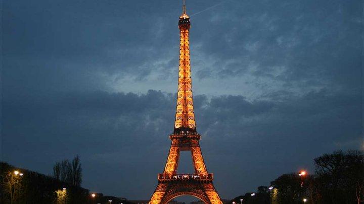 Turnul Eiffel își stinge luminile în semn de omagiu pentru victimele de la Marsilia și Las Vegas