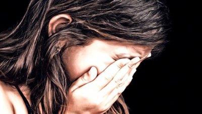 ÎNGROZITOR! O fată de nouă ani a rămas însărcinată după ce a fost violată de tatăl vitreg
