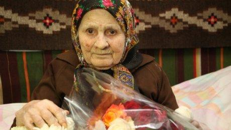 A crescut cinci fiice, are 10 nepoți și 17 strănepoți. Cea mai în vârstă locuitoare din sudul ţării a împlinit 103 ani (FOTO)