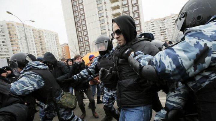 Protest în Rusia. Peste 260 de arestări la un marș naționalist în Moscova, opozantul Aleksei Navalnîi reunește mii de susținători în Siberia