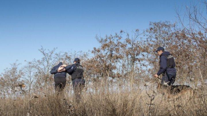 Nu i-a mers! Un moldovean, REŢINUT după ce a încercat să treacă ilegal frontiera moldo-ucraineană (VIDEO)