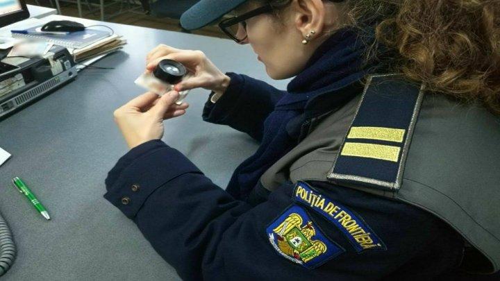 Un cetăţean rus, prins la vamă cu un permis de conducere fals. Ce le-a spus poliţiştilor de frontieră