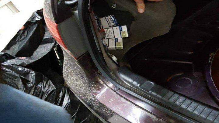 Un autovehicul blindat cu țigări de contrabandă, reţinut la frontiera de stat (FOTO)
