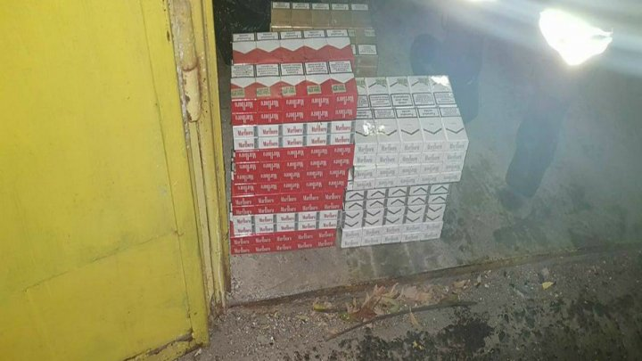 Contrabandă la frontieră. Unde au ascuns 10.000 de țigări doi bărbați din Republica Moldova (FOTO)