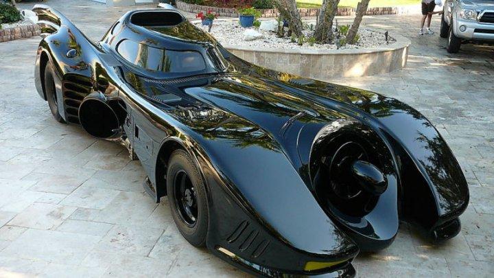 SPLENDOARE ŞI PUTERE! Maşina lui Batman expusă într-un oraş din Portugalia