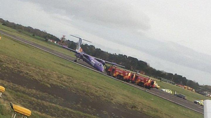 Accident aviatic pe un aeroport din Marea Britanie. Cum a aterizat avionul (FOTO)