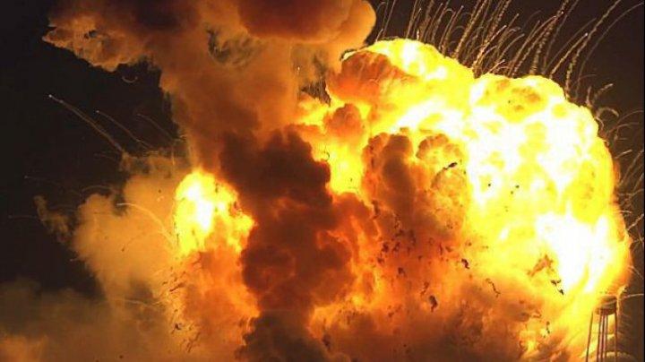 Explozie violentă în Afganistan. Cel puțin 15 pasageri AU ARS DE VII