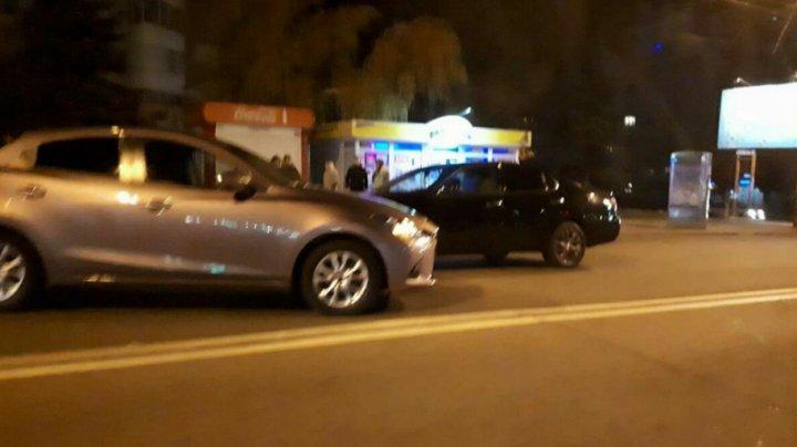 ACCIDENT în sectorul Buiucani al Capitalei. Două maşini s-au ciocnit. Poliţia, la faţa locului (FOTO)