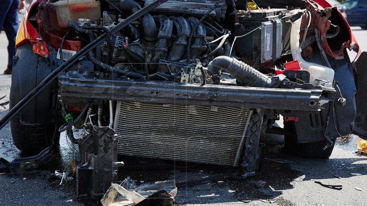 ACCIDENT de GROAZĂ în sectorul Buiucani. Două maşini, avariate grav (VIDEO)