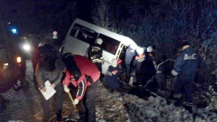 CARNAGIU pe o şosea din Rusia! Cine se face vinovat de moartea a 15 oameni (FOTO)