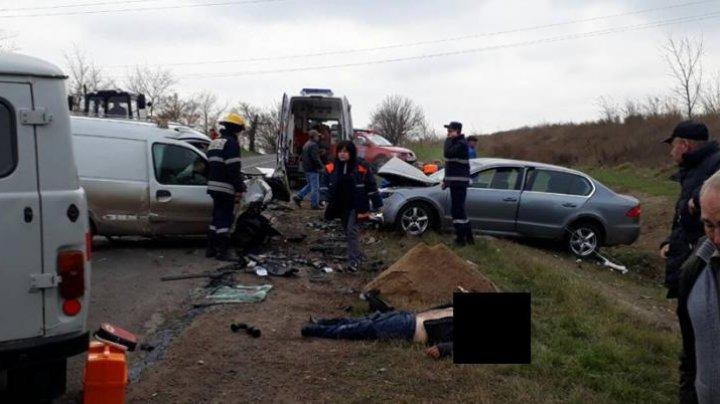 ACCIDENT TERIBIL la Sângerei! Un bărbat a decedat, iar alte trei persoane au ajuns în stare gravă la spital (FOTO)