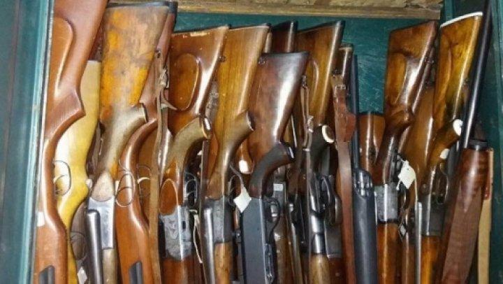 Poliţia a ridicat peste 100 de arme deţinute ilegal, fiind înregistrate 106 de infracţiuni, printre care şi omoruri