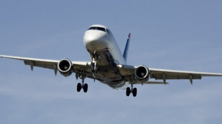 ÎNGROZITOR! Botul unui avion a fost distrus în timpul aterizării (FOTO)