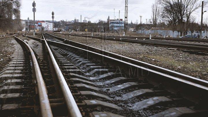 O femeie de 30 de ani din Bălți a murit lovită de un tren marfar. Cum s-a întâmplat tragedia
