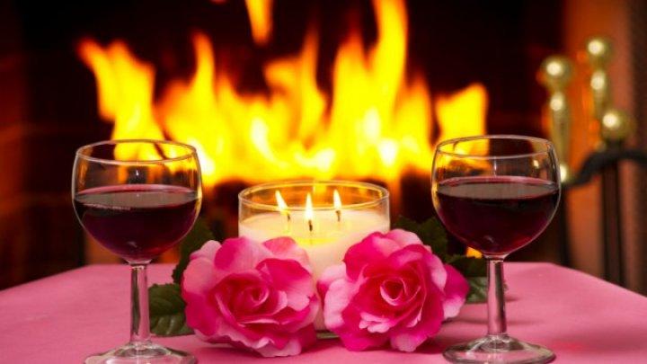 Romantic şi neobişnuit! Un restaurant din centrul Italiei oferă îndrăgostiţilor o cină inedită. Care sunt preţurile şi ce îi aşteaptă pe clienţi