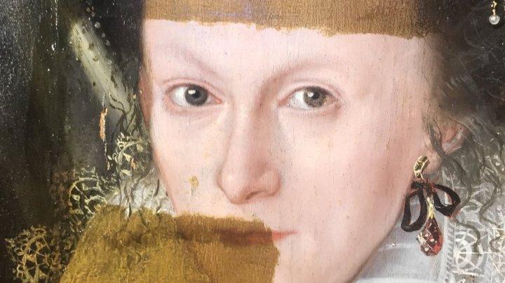 IMAGINI INEDITE. Un istoric ŞTERGE 200 de ani de pe un tablou (VIDEO)
