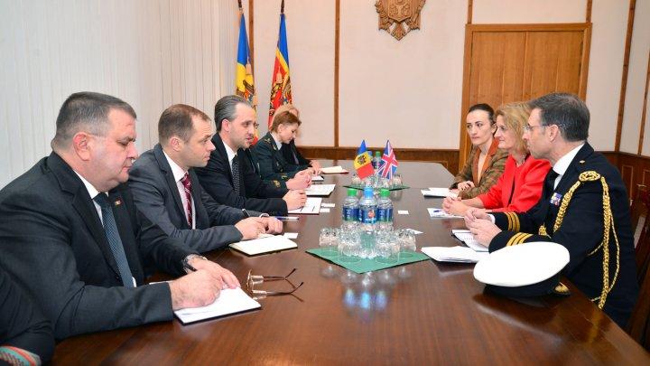 Cooperarea militară moldo-britanică discutată la Ministerul Apărării