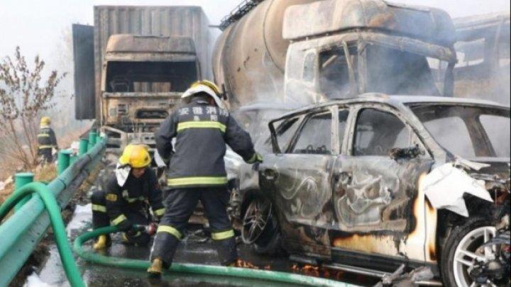 ACCIDENT TERIFIANT în China! 30 de maşini, făcute zob. 18 persoane au MURIT, iar 21 sunt RĂNITE (VIDEO)