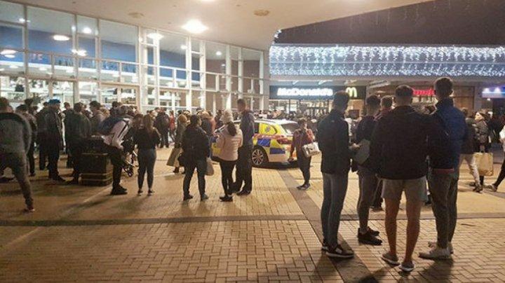 ALERTĂ LA DUBLIN: Om înarmat într-un centru comercial