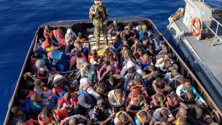 Paza de coastă greacă a descoperit în Marea Ionică o ambarcaţiune ce avea la bord 56 de migranţi