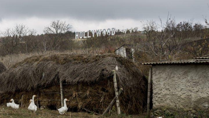 Coşcalia ca la HOLLYWOOD. Ce inscripţie a apărut pe dealul satului