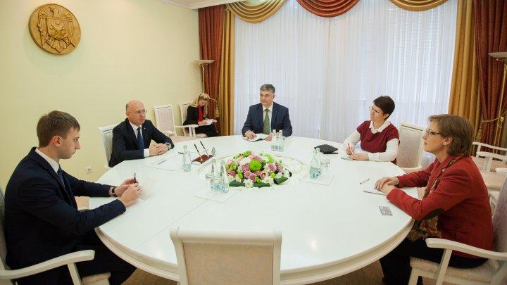 Perspectivele intensificării cooperării moldo-germane, discutate de premierul Pavel Filip şi ambasadoarea Germaniei la Chişinău