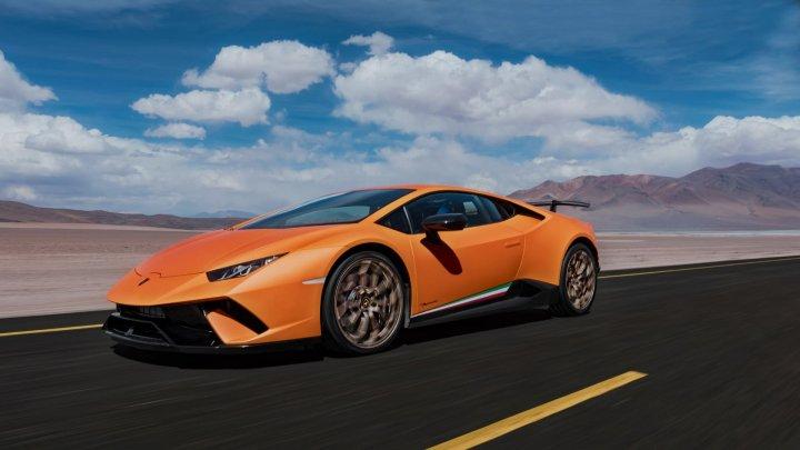 Papa Francisc a primit în dar un Lamborghini Huracan