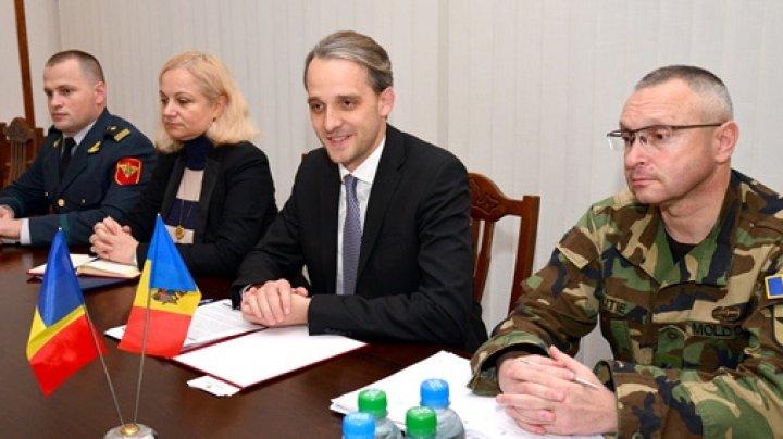 Ministrul Apărării, Eugen Sturza a avut o întrevedere cu ambasadorul României în Republica Moldova, Daniel Ioniţă. Ce au discutat oficialii