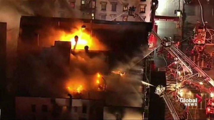 INCENDIU de amploare în New York. Trei clădiri au fost făcute scrum, iar 18 avariate
