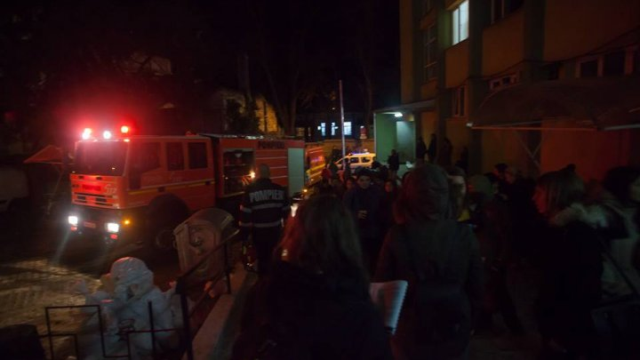 INCENDIU într-un cămin studenţesc din Cluj-Napoca. 160 de persoane au fost evacuate (FOTO)