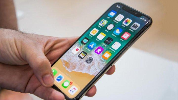 Coadă ca la pâine pentru telefon. Ce rând s-a format pentru noul iPhone X (FOTO)