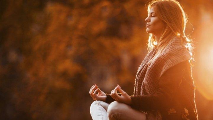 UIMITOR! Ce se întâmplă în creierul nostru când medităm. Află ce metode poți să aplici