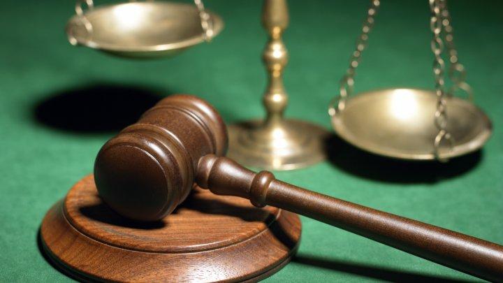 Suspecţii reţinuţi în dosarul permiselor de conducere ar putea ajunge în arest preventiv