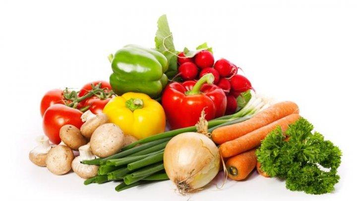Nu mai consumaţi aceste legume crude! Sunt TOXICE