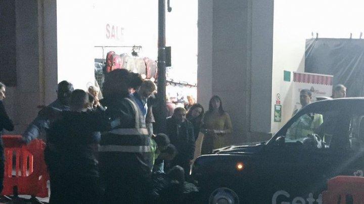 Panică la Londra! Un taxi a intrat în mulțime. Mai multe persoane au fost rănite