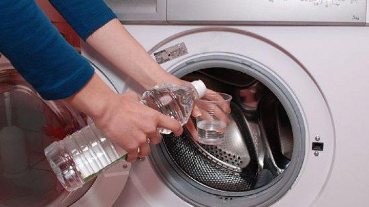 Cum poţi să cureţi ideal maşina de spălat. Ce truc poţi folosi