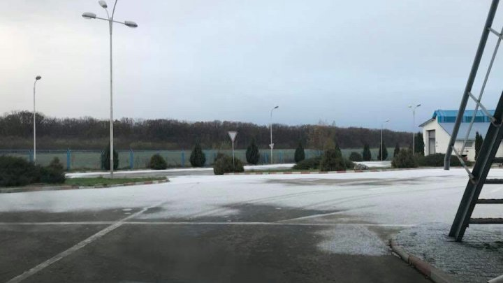 METEO 21 noiembrie 2017. PRIMII FULGI DE ZĂPADĂ în nordul ţării. Câte grade vom avea în termometre (FOTO)